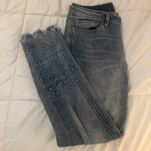 Indigo Rein Detailed Ankle Jeans